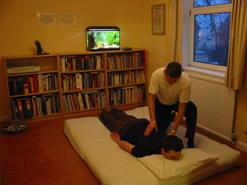 des giving a shiatsu treatment